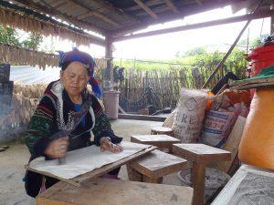 Mrs Ye demonstrating Batik art, strolling through sapa