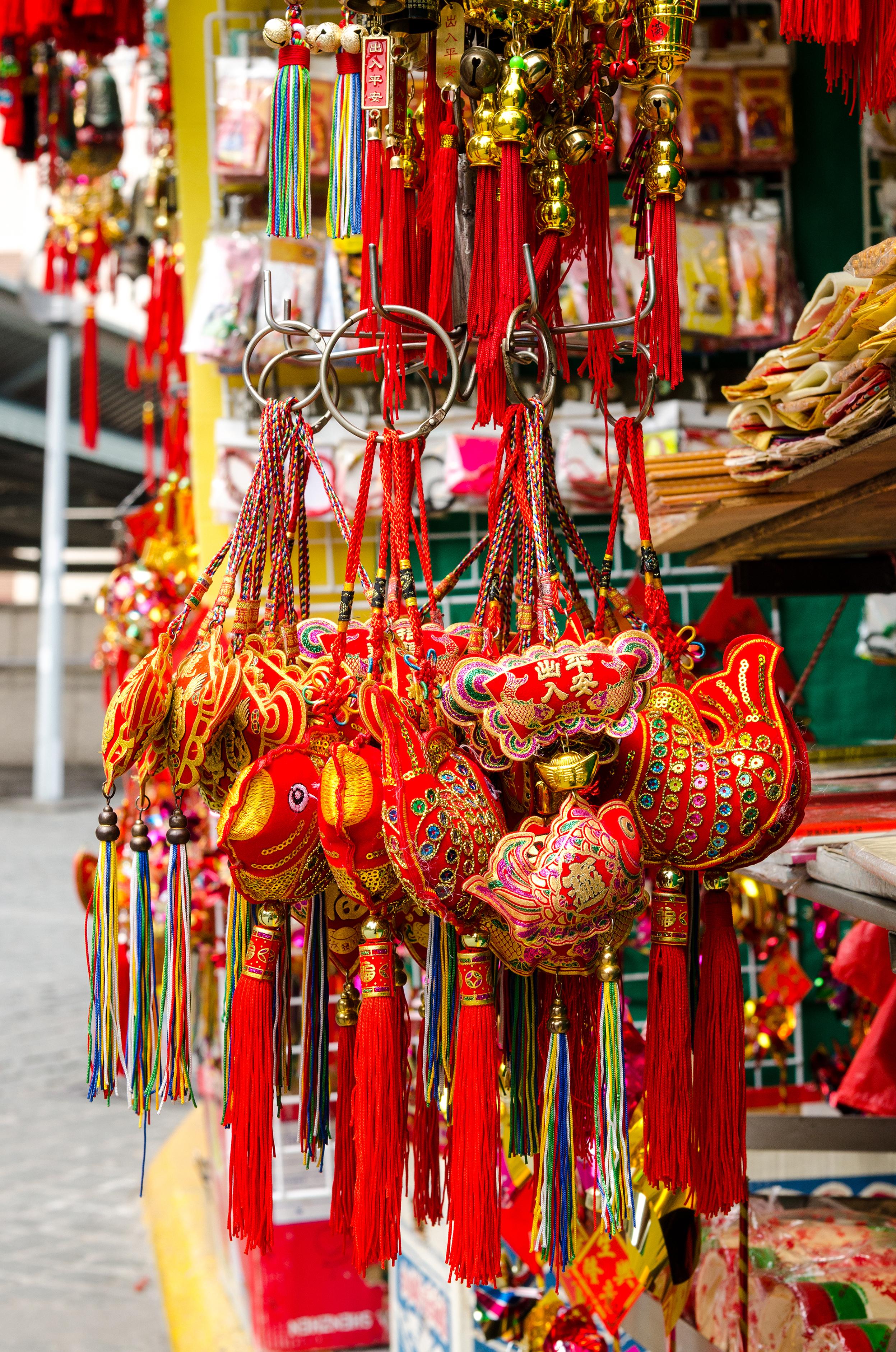 Souvenirs, Hong Kong, Hong Kong vs Singapore