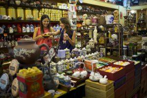 Chinatown Street Market, Singapore, Hong Kong vs Singapore