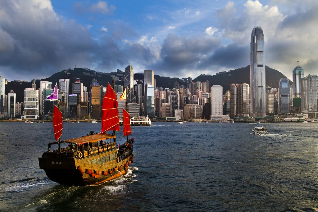 Victoria Harbour, Hong Kong, Hong Kong vs Singapore