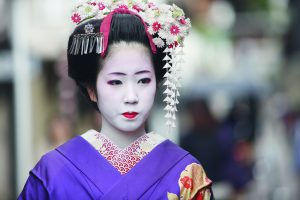 Geisha in traditional dress, Deluxe