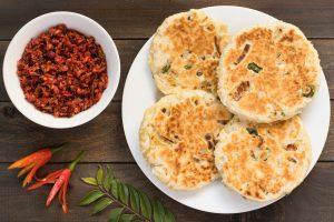 Sri Lankan pol roti with lunu mirirs, discover sri lanka