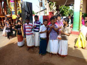 Local Children at the Hindu Festival in Jaffna, discover sri lanka