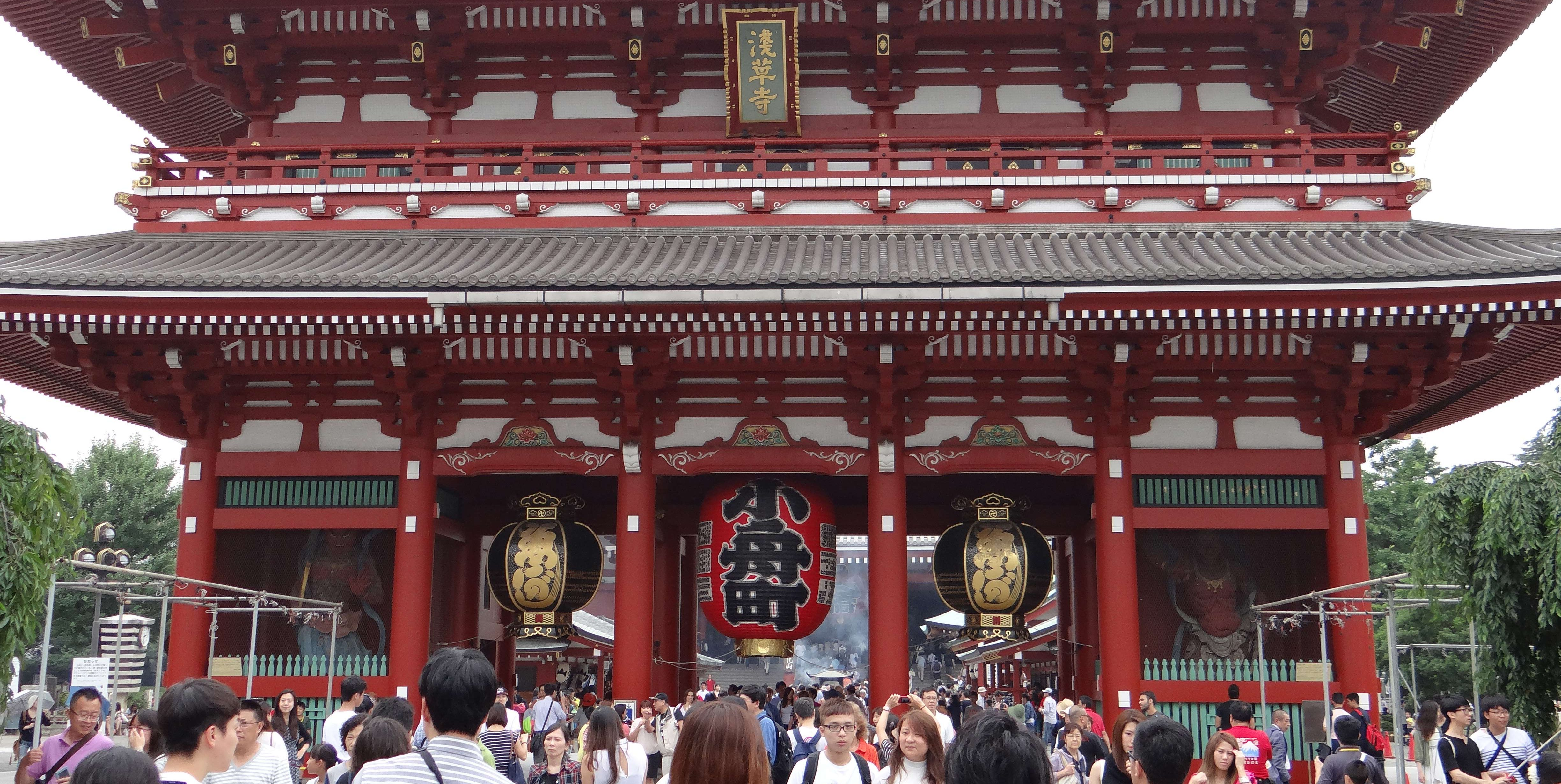 Entrance to popular Sensoji Temple, traditional japan