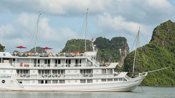 Cruising Halong Bay, boutique cruising