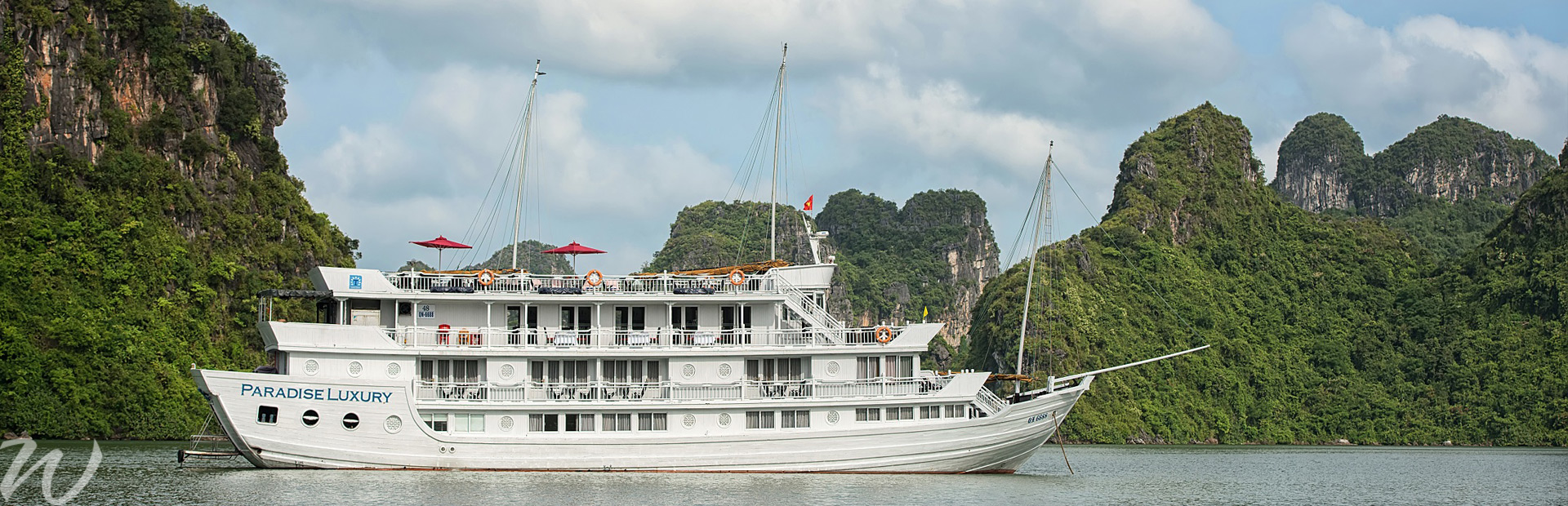 Cruising Halong Bay, boutique cruising