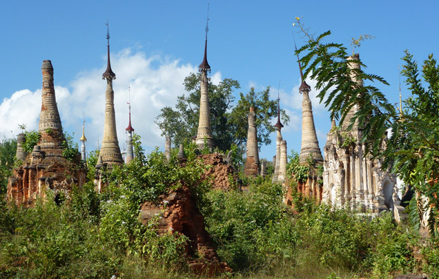 Day 11: Shwe Indein Pagoda complex