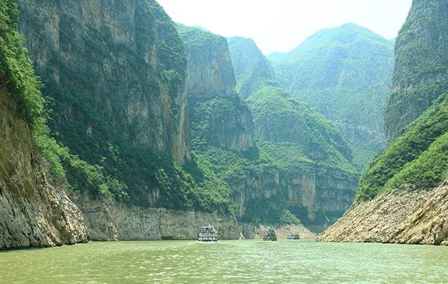 Days 8-9: Yangtze River Cruise