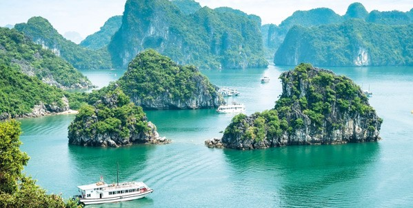 Take a deluxe cruise on Halong Bay